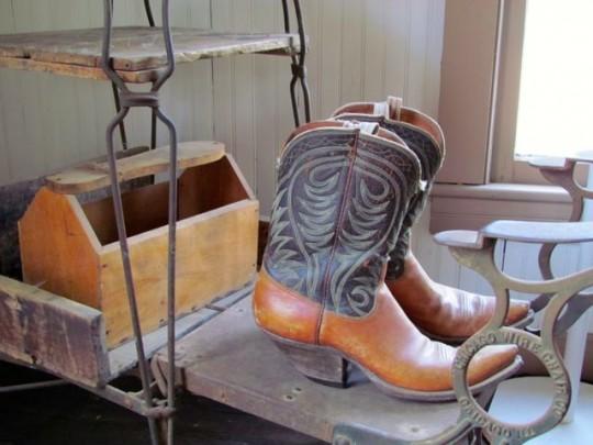 Boot Shine Stand