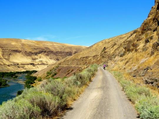 Biking Along The Deschutes River